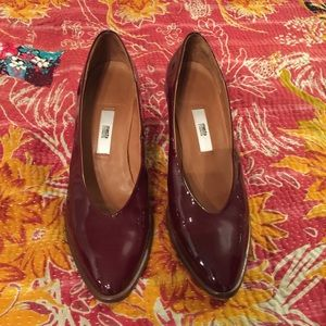 Burgundy patent leather block heels from Miista